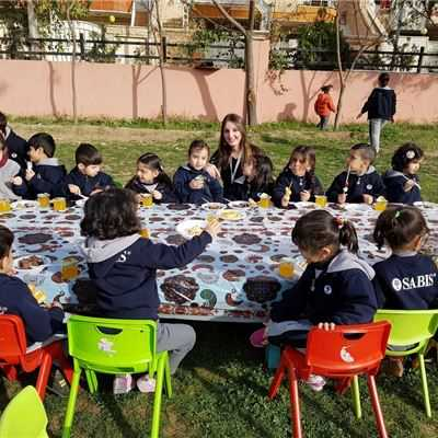 KG 1 Students in Sarwaran Enjoy Huge Breakfast